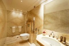 Отделка мрамором ванны